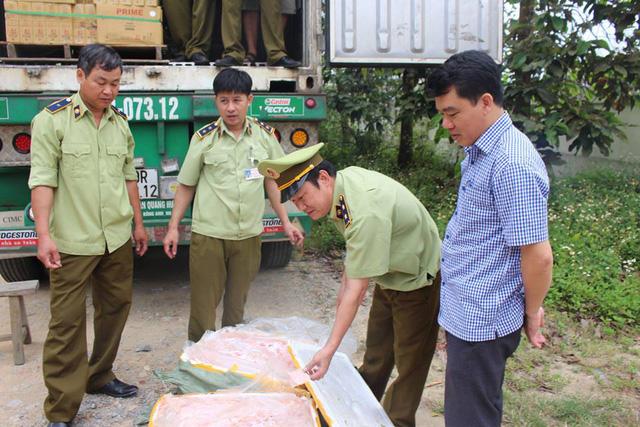 Hà Nội: Bắt giữ hơn 10 tấn nầm lợn không rõ nguồn gốc đang trên đường đi tiêu thụ