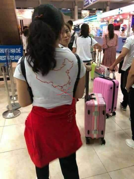 Khách Trung Quốc mang áo