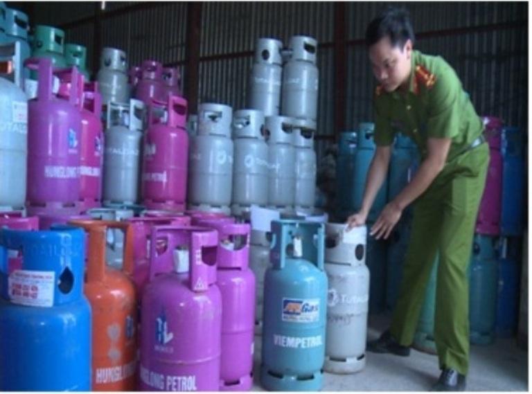 Phát hiện cơ sở sang chiết gas trái phép quy mô lớn, giả hàng loạt thương hiệu nổi tiếng