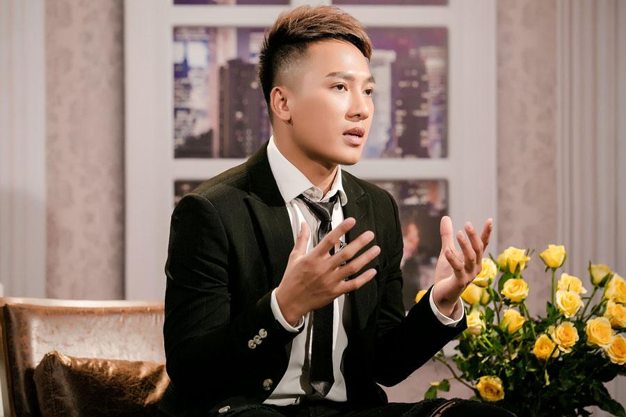 Sau Phạm Lịch tố Phạm Anh Khoa, Châu Khải Phong cũng tiết lộ bị đại gia đồng tính gạ tình