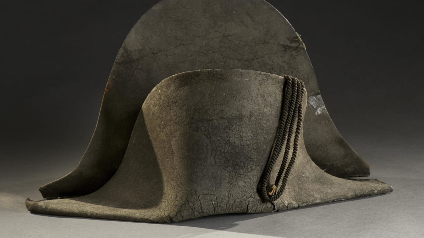 Vì lý do gì mà chiếc mũ cũ kỹ này được đại gia trả giá hơn 9,1 tỷ đồng