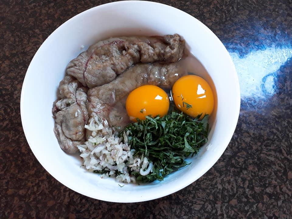 Cách làm món trứng cá chiên lá lốt thơm ngon, lạ miệng