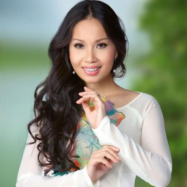 Cẩm Ly chuyển sang dòng nhạc dân ca và nhận được sự ái mộ của nhiều khán giả bình dân.