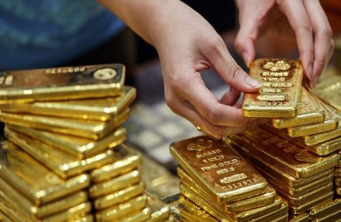 Giá vàng hôm nay 3/7: USD bật tăng mạnh, vàng lao xuống đáy