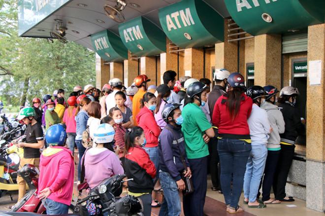 Hàng loạt ngân hàng tăng phí rút tiền ATM từ 15/7