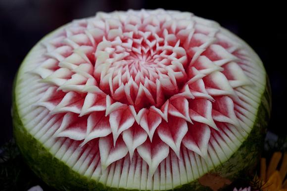 Ở đây có công thức cắt tỉa dưa hấu đẹp mê ly!