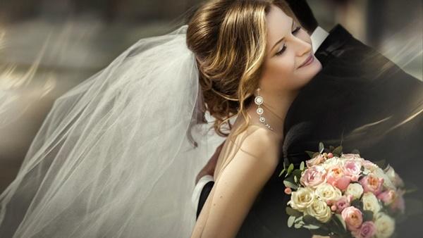 Vì sao cô dâu lại mặc váy màu trắng