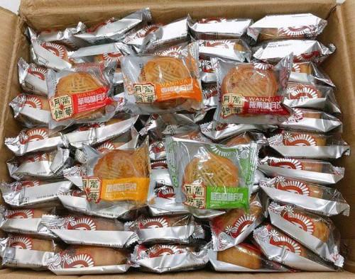 Bánh trung thu Trung Quốc giá siêu rẻ bán tràn lan đầy chợ: Run sợ về chất lượng