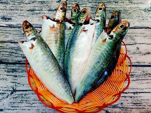 Cách làm cá nục sốt tỏi ớt thơm cay dân dã nhưng ăn