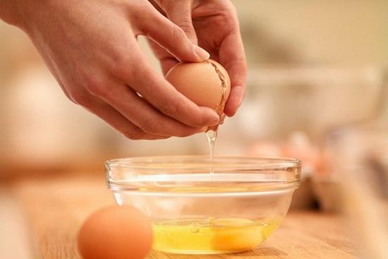 Điều trị mụn trứng cá chỉ bằng cách dùng trứng gà