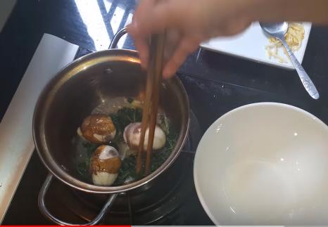 Trứng vịt lộn hầm ngải cứu – Món ăn giúp cải thiện chiều cao