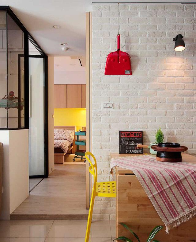 Góc ăn uống được thiết kế khá ấn tượng bên góc tường ấm cúng.