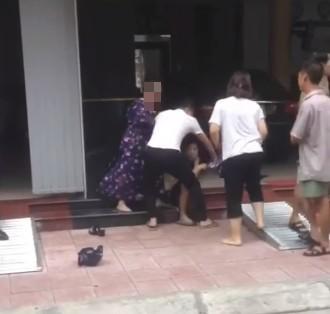 Nam Định: Mẹ chồng thẳng tay đánh cô bồ, mắng con trai