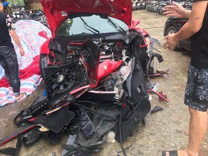 Hé lộ nguyên nhân khiến siêu xe Ferrari của Tuấn Hưng gặp nạn trên cao tốc