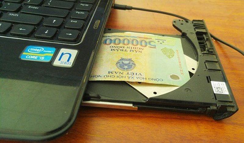 Ổ đĩa laptop là một nơi cất tiền tuyệt vời.