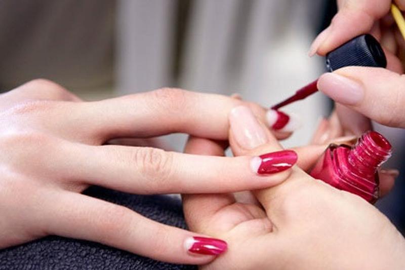 Những kiểu sơn móng tay gây hại cho sức khỏe bạn nữ phải tránh xa