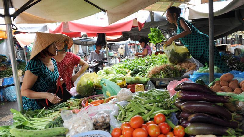 TP Hồ Chí Minh: Rau xanh tăng giá chóng mặt do mưa kéo dài