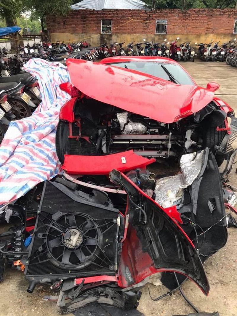 Tuấn Hưng nói gì về tai nạn nát đầu siêu xe trên cao tốc lúc rạng sáng?
