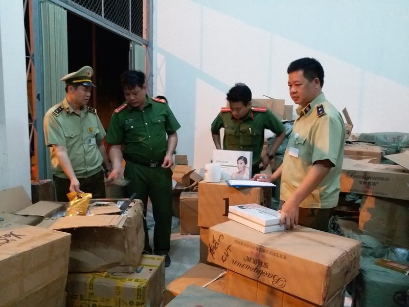 Vận chuyển mỹ phẩm không rõ nguồn gốc bị tóm gọn tại Lạng Sơn