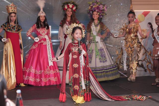 Hồng Lam còn xuất sắc dành nhiều giải phụ khác