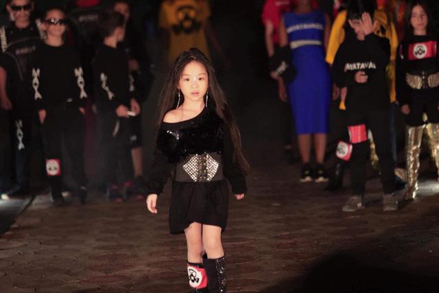 Cô bé từng từng tham gia World Tourism Festival 2018 và giành hai danh hiệu Hoa hậu nhí được yêu thích nhất và Hoa hậu nhí duyên dáng.