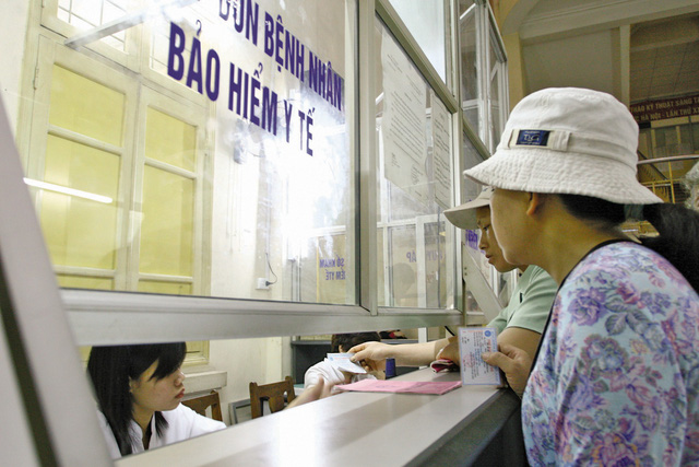 Người tham gia BHYT sẽ được hưởng nhiều quyền lợi theo quy định khi khám chữa bệnh. Ảnh: Chí cường